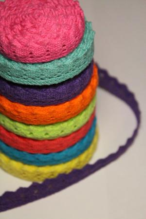 Кружева разных цветов в ассортименте